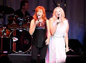 Melissa Peterman and Reba McEntire