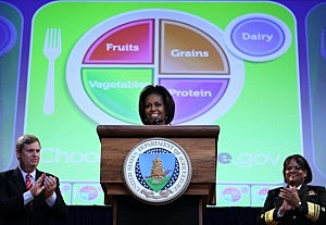 Michelle Obama And Tom Vilsack Unveil New Food Icon To Replace Food Pyramid
