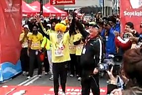 oldest marathon runner crossing the finish line