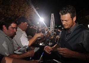 Blake Shelton signing autographs