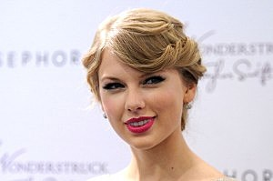"Taylor Swift Celebrates ""Wonderstruck"" At Sephora Americana"