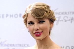"Taylor Swift Celebrates ""Wonderstruck"" At Sephora Americana"
