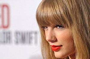 Taylor Swift Switches On Westfield London Christmas Lights