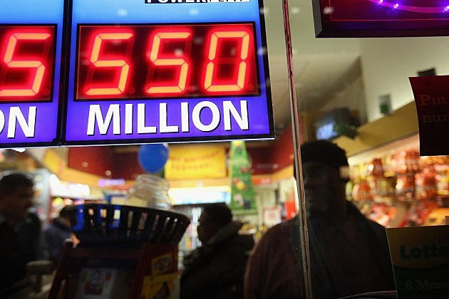 Powerball sign reading $550 million