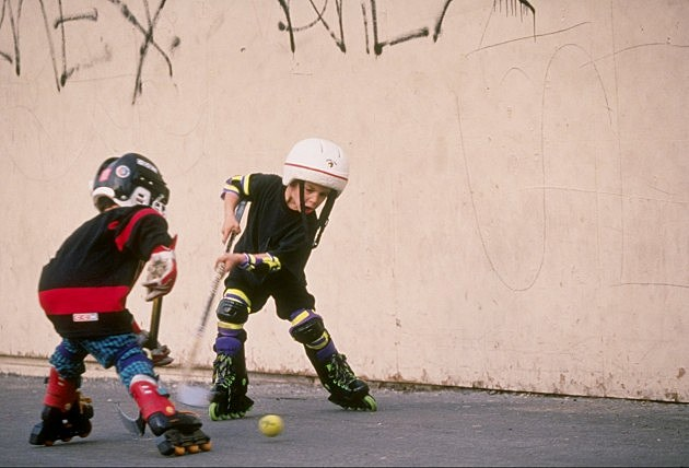 Kids playing hockey (Getty Images)