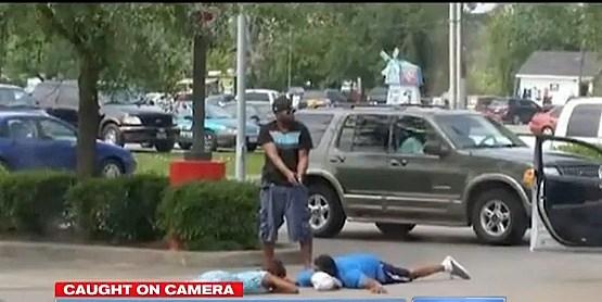 Armed good samaritan holding thieves at gunpoint