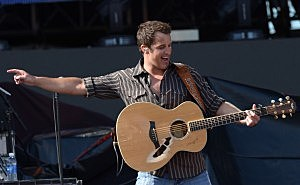 Easton Corbin plays at UB 8/30 (Getty Images)