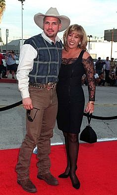 What garth brooks first wife sandy mahl brooks is doing now